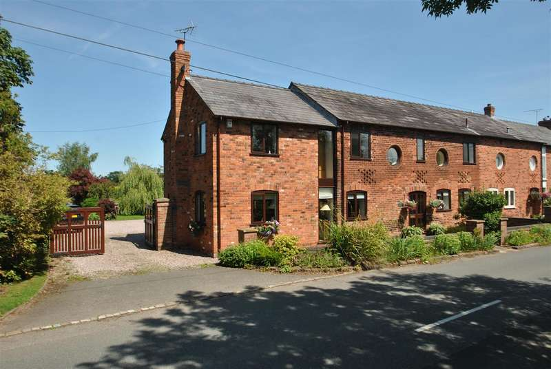 4 Bedrooms Barn Conversion Character Property for sale in Mill Lane, KINGSLEY, Frodsham, WA6