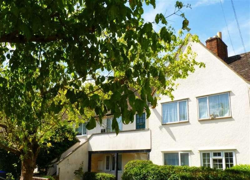 2 Bedrooms Maisonette Flat for rent in Birchwood Road, West Byfleet, Surrey