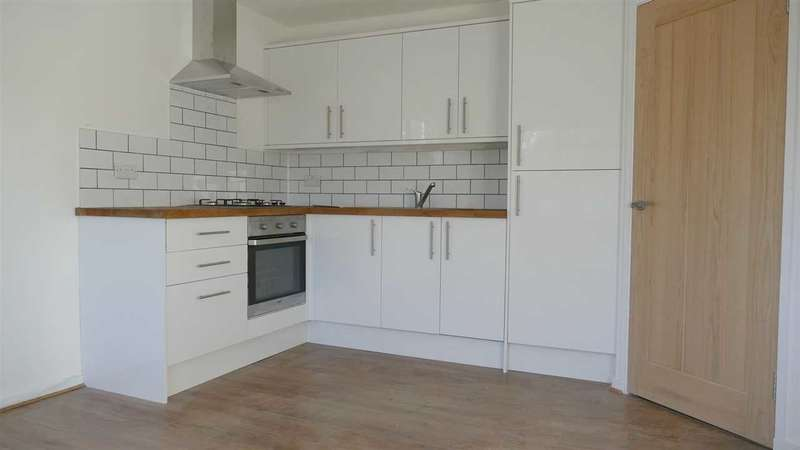 2 Bedrooms Apartment Flat for sale in NEWLY REFURBISHED, NO FORWARD CHAIN