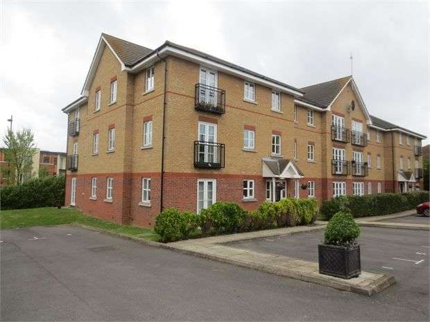 2 Bedrooms Apartment Flat for sale in Ensign Close, Leigh on sea, Leigh on sea, SS9 1FG