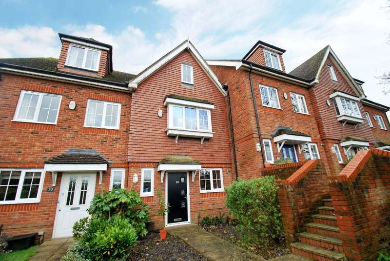 3 Bedrooms Terraced House for sale in Cameron Road, Chesham, HP5