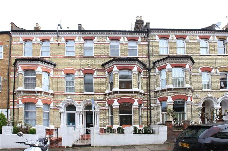 3 Bedrooms Flat for sale in Ilminster Gardens, Battersea, London, SW11
