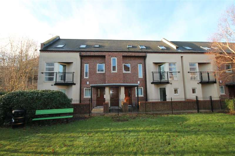3 Bedrooms Flat for sale in Fountayne House, Lawrence Square, York, YO10 3FG