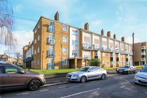1 Bedroom Flat for sale in St Andrew's Road, Walthamstow, London