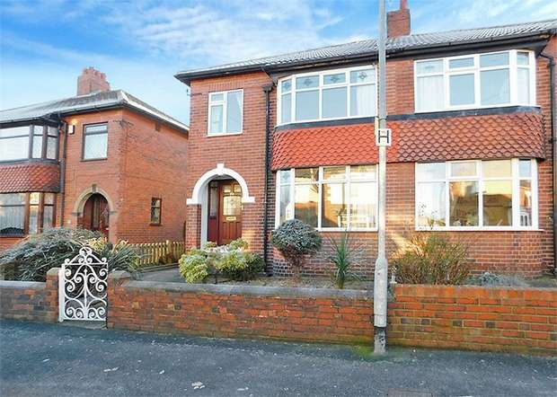 3 Bedrooms Semi Detached House for sale in Bromley Mount, Wakefield, West Yorkshire