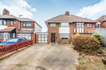3 Bedrooms Semi Detached House for sale in Bridge Cross Road, Chase Terrace, Burntwood, Staffordshire