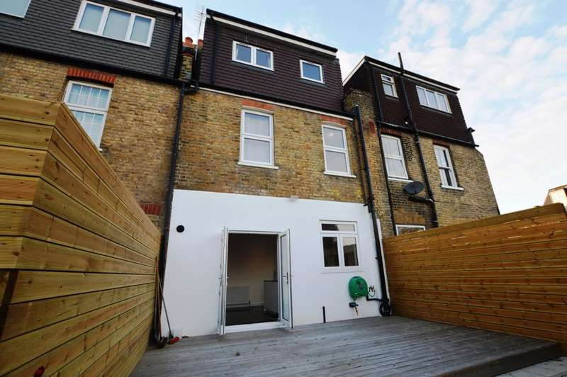 3 Bedrooms Terraced House for rent in Girton Road, Sydenham, SE26