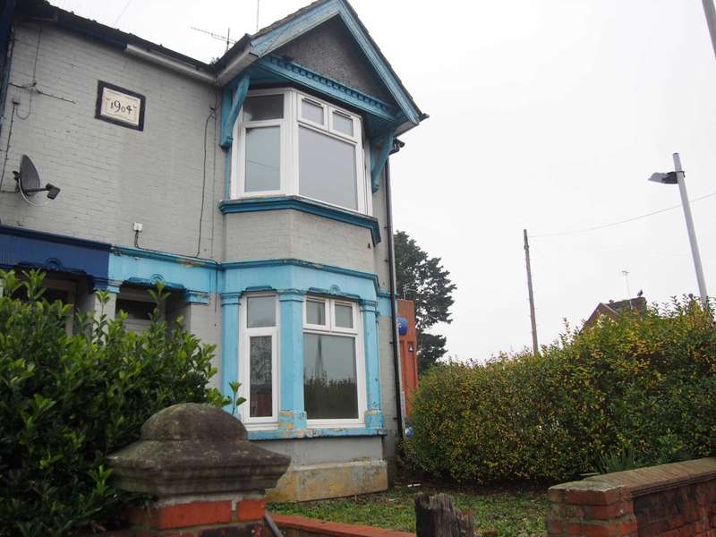4 Bedrooms Semi Detached House for rent in London Road, High Wycombe