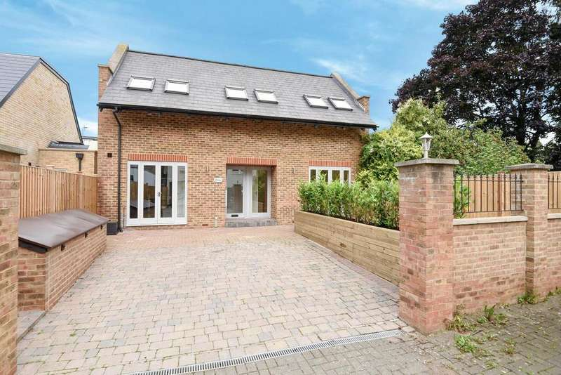 3 Bedrooms Detached House for sale in Hartfield Road, Wimbledon