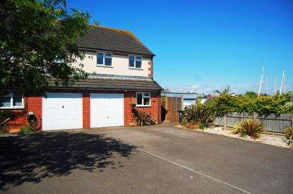 3 Bedrooms Semi Detached House for sale in Gosport