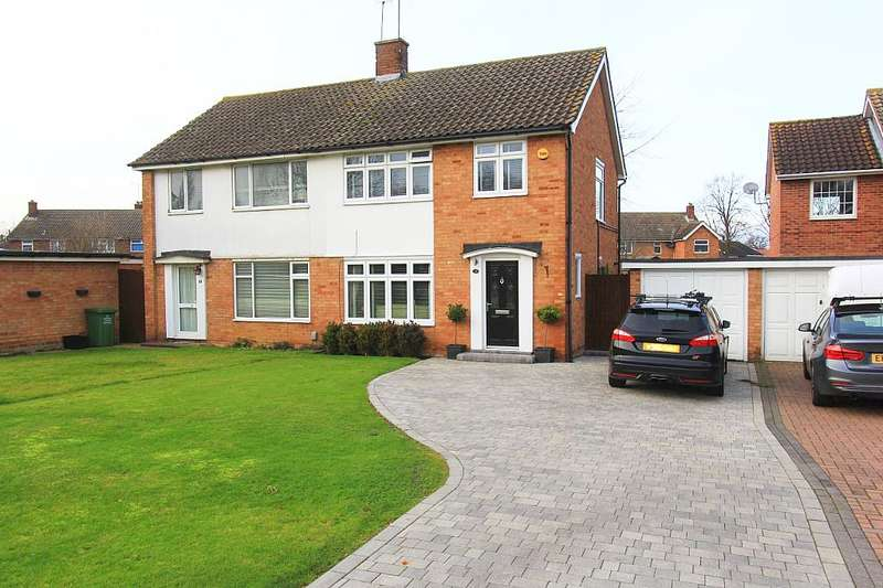3 Bedrooms Semi Detached House for sale in Ravensdale, Basildon, Essex, SS16