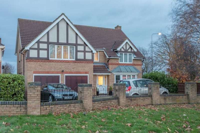 5 Bedrooms Detached House for sale in Tattershall Close, Grantham, NG31