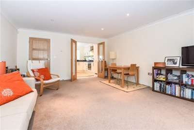2 Bedrooms Town House for rent in Blakes Yard, Lymington