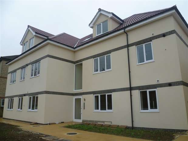 2 Bedrooms Flat for rent in Imber Road, Warminster