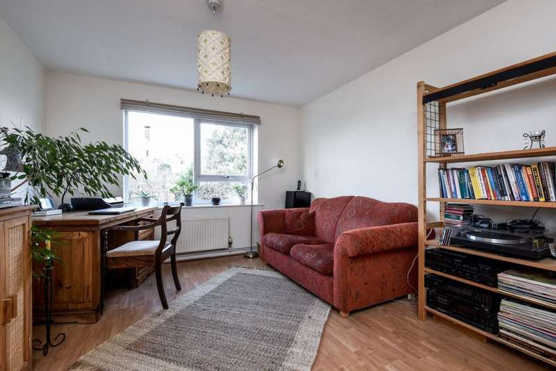 1 Bedroom Flat for sale in Woodlands Court, Wood Vale, Forest Hill, SE23