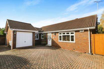 3 Bedrooms Bungalow for sale in Heath Lane, Chester, Cheshire, CH3