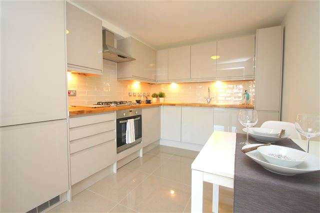 2 Bedrooms Flat for sale in Inwood Crescent, Brighton, East Sussex, BN1 5AQ