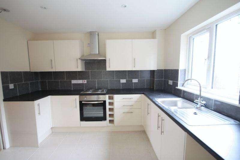 3 Bedrooms Detached House for sale in Rhiwlas, Gwynedd