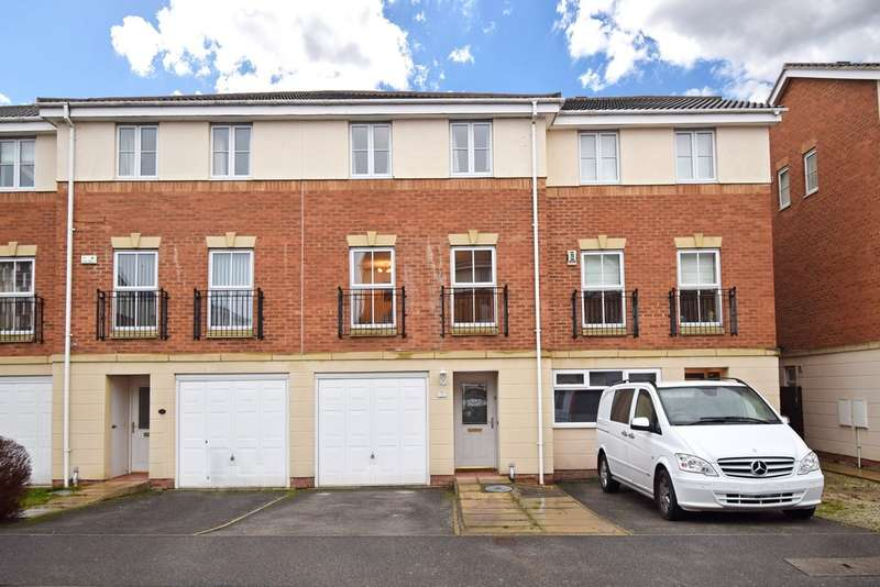 3 Bedrooms Town House for sale in Brackendale Road, Thornes, Wakefield