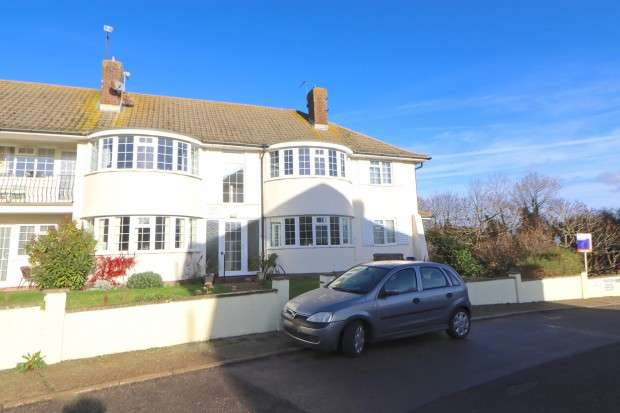 2 Bedrooms Flat for sale in Mewetts Court, Meachants Lane, Eastbourne, BN20