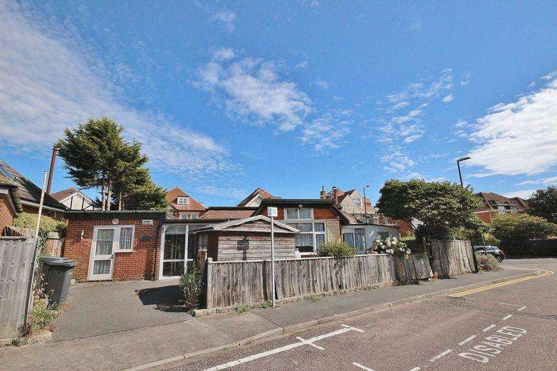 2 Bedrooms Bungalow for sale in Foxholes Road, Southbourne, Bournemouth