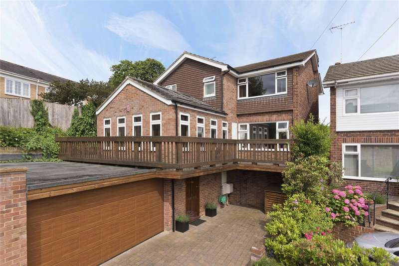 4 Bedrooms Detached House for sale in Vale Court, Weybridge, Surrey, KT13