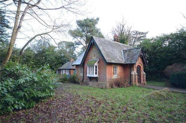 2 Bedrooms Detached Bungalow for sale in Bearwood Road, Sindlesham, Wokingham