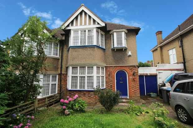 3 Bedrooms Semi Detached House for sale in Lavender Avenue, London, London The Metropolis[8], NW9 8HG