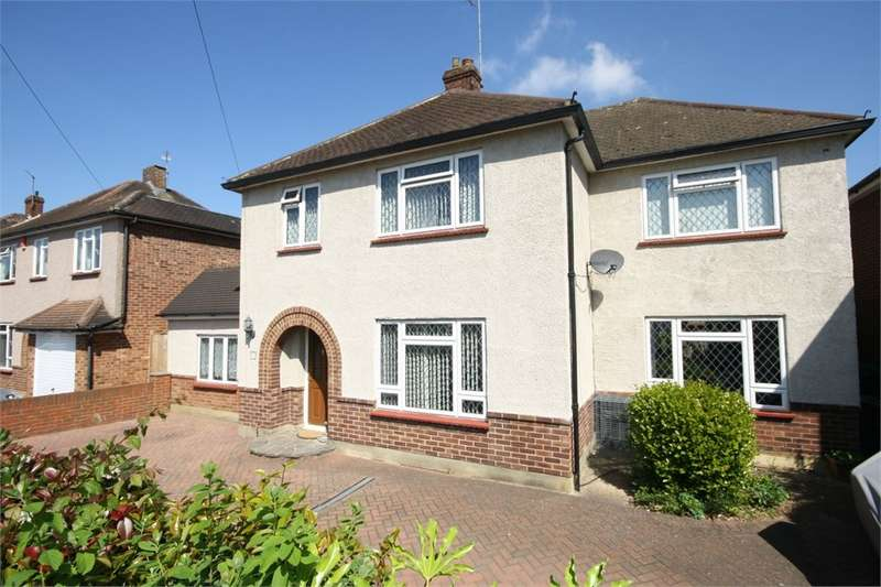 4 Bedrooms Detached House for sale in Fontmell Park, Ashford, Middlesex, TW15