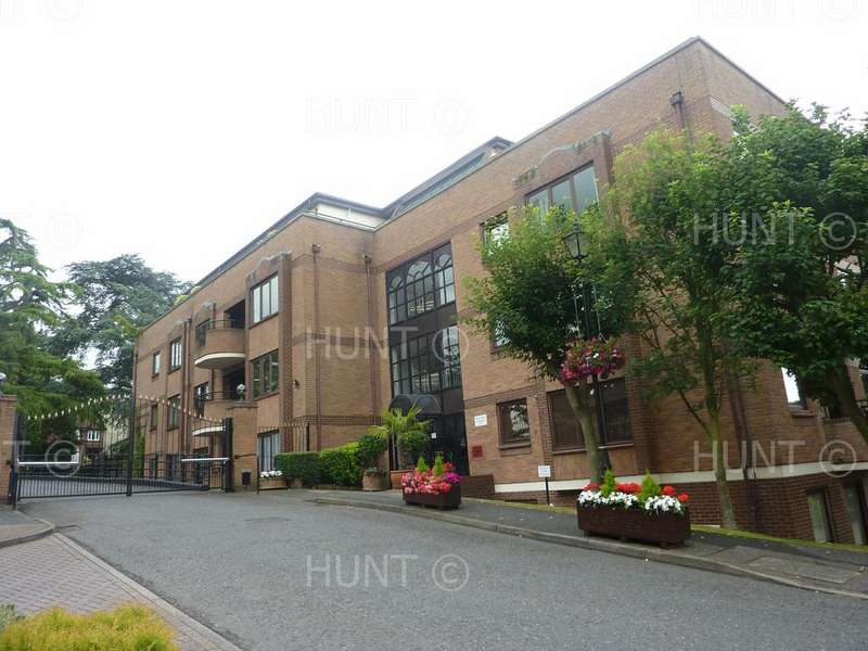 1 Bedroom Apartment Flat for rent in Forest Heights, Epping New Road, Buckhurst Hill, Essex IG9