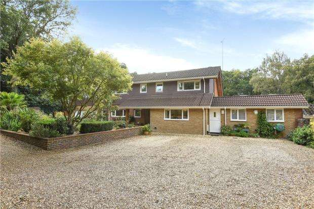 5 Bedrooms Detached House for sale in Cricket Hill Lane, Yateley, Hampshire