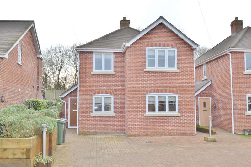 3 Bedrooms Semi Detached House for rent in Colden Common