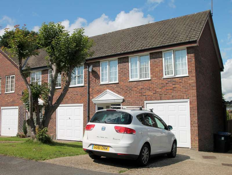 3 Bedrooms End Of Terrace House for rent in Benchfield Close, East Grinstead