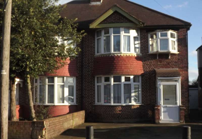 3 Bedrooms Semi Detached House for sale in Boundaries Road, Feltham