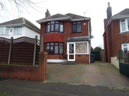 3 Bedrooms Detached House for sale in Muscliffe, Bournemouth, Dorset