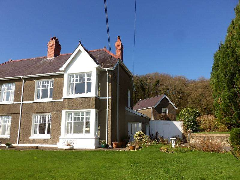 3 Bedrooms Semi Detached House for sale in Springfield Road, Carmarthen, Carmarthenshire