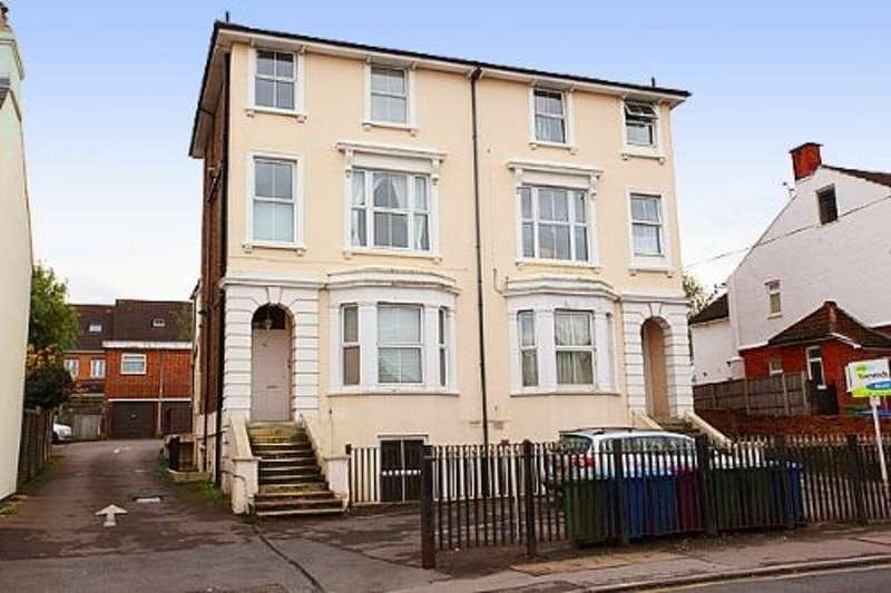 1 Bedroom Maisonette Flat for rent in 42 Ash Road, Aldershot, Hampshire, GU12