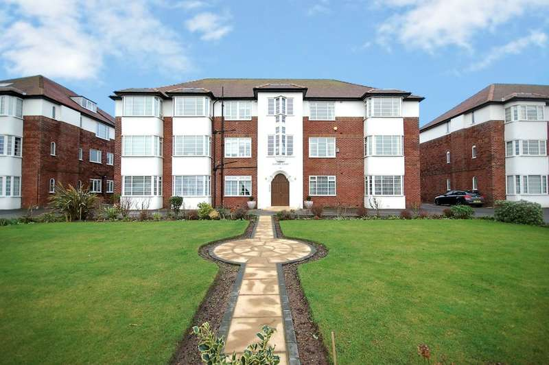 2 Bedrooms Flat for sale in Clifton Drive South, Lytham St Annes