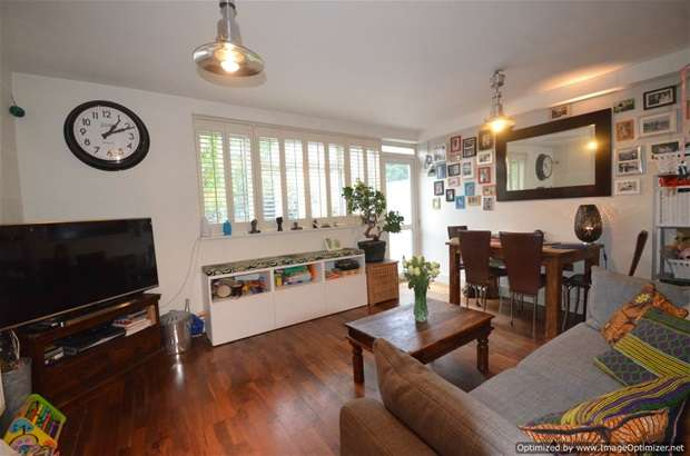 2 Bedrooms Flat for sale in Fields Estate, London Fields, E8