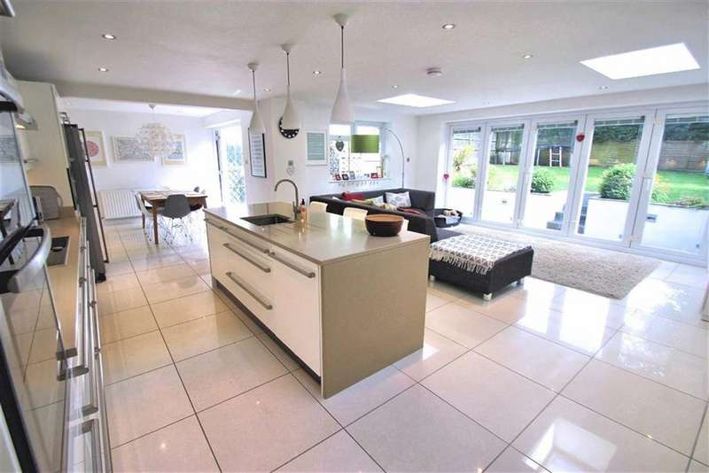 4 Bedrooms Detached House for sale in The Chase, Oaklands, Welwyn AL6 0QT