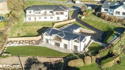 4 Bedrooms Detached House for sale in Morannedd, Criccieth, Gwynedd, LL52