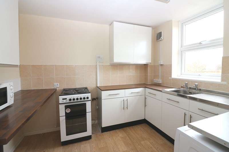 3 Bedrooms Flat for rent in The Renown, Shoeburyness, Southend-On-Sea