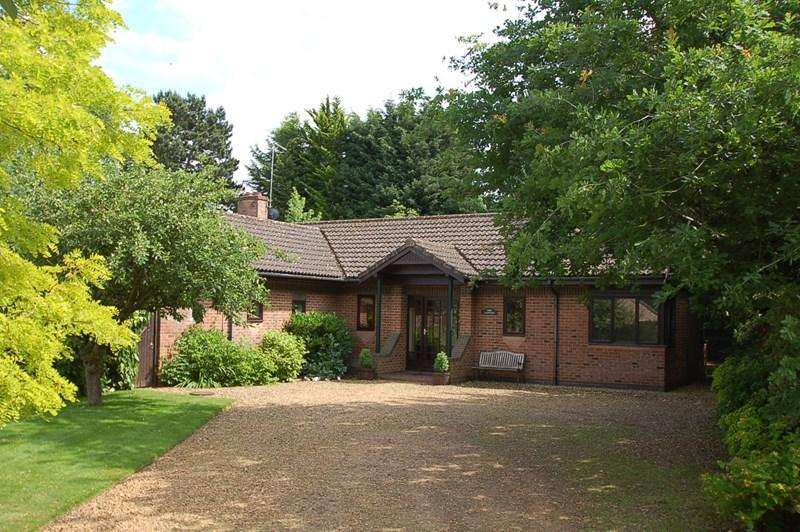 4 Bedrooms Detached Bungalow for sale in Oundle PE8