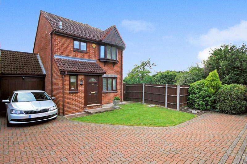 3 Bedrooms Detached House for sale in Kingcup Close, Shirley Oaks Village