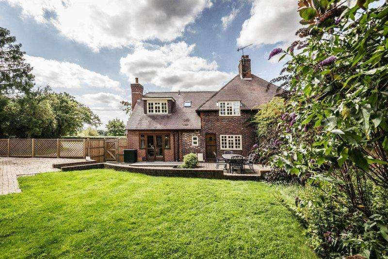 3 Bedrooms Semi Detached House for sale in NEWDIGATE