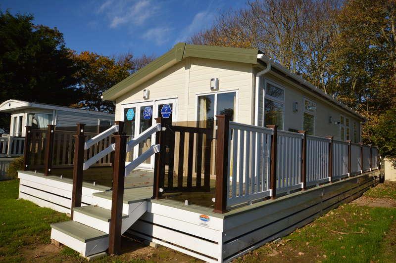 2 Bedrooms Lodge Character Property for sale in Solent Breezes Holiday Park, Hook Lane, Warsash