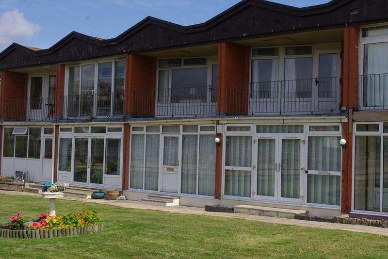 2 Bedrooms Flat for sale in West Bay, Bridport