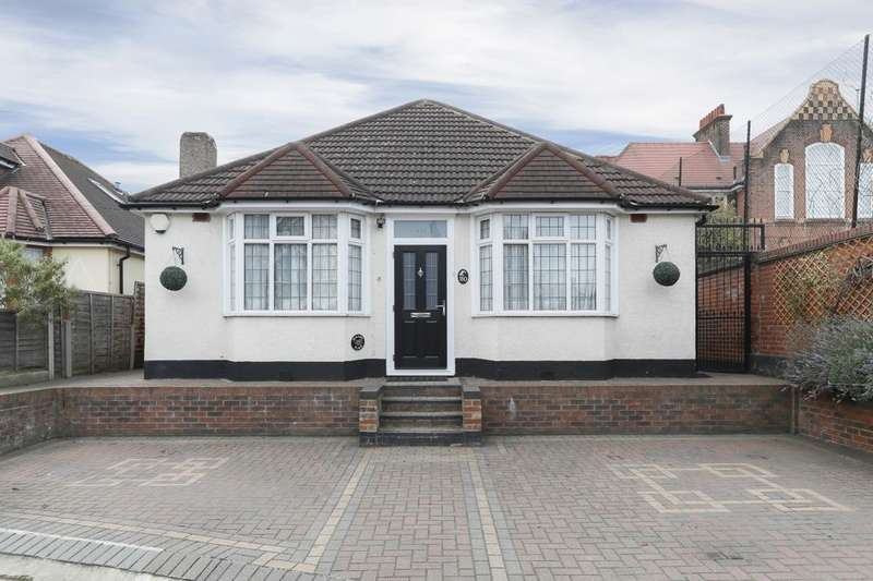 4 Bedrooms Detached Bungalow for sale in Water Lane, Seven Kings, Ilford, IG3