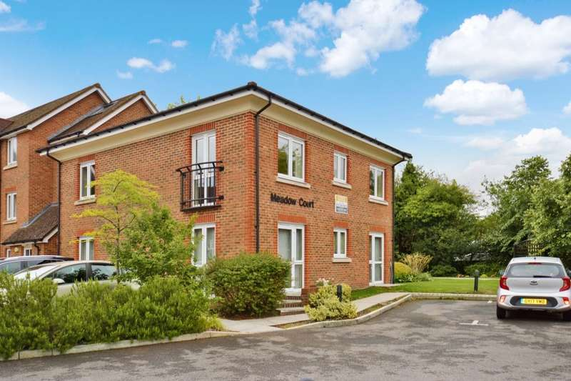 2 Bedrooms Flat for sale in St. Agnes Road, East Grinstead, RH19