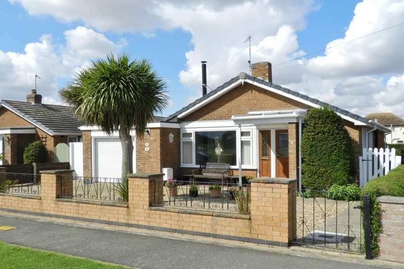 3 Bedrooms Detached Bungalow for sale in Youlgrave Avenue, Sutton-On-Sea, Mablethorpe, LN12
